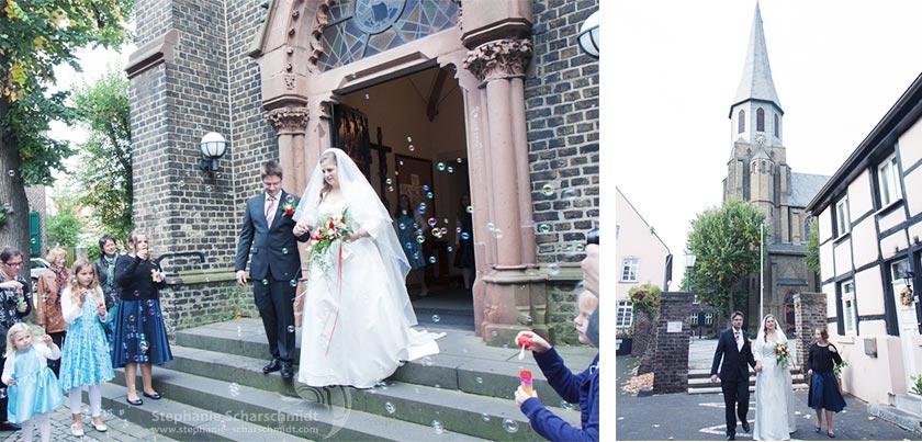 Auszug aus der Kirche St. Martinus Kriche Zons Dormagen – Hochzeitsfotografin in Dormagen