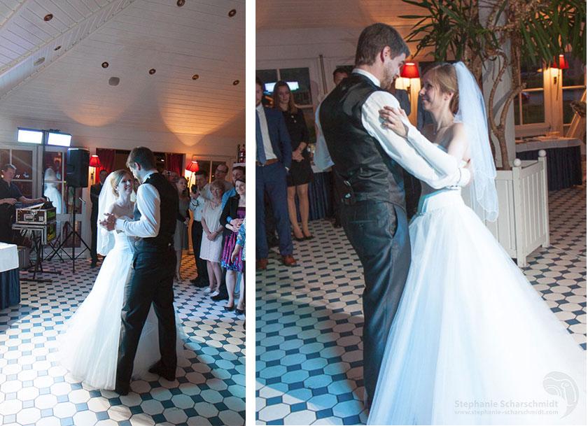28_Der-erste-Tanz-Heiraten-im-Romantik-Hotel-Schwanefeld-in-Meerane-bei-Zwickau-in-Sachsen_Hochzeitsfotograf-Stephanie-Scharschmidt