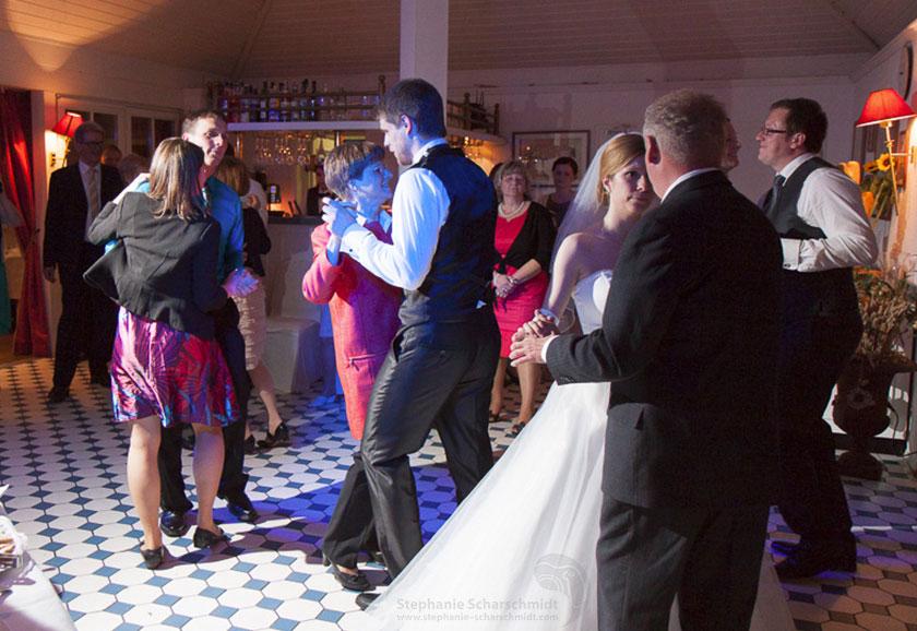 29_Hochzeitsfotograf-für-Hochzeit-Feiern-im-Romantik-Hotel-Schwanefeld-in-Meerane-bei-Zwickau-in-Sachsen_Hochzeitsfotograf-Stephanie-Scharschmidt