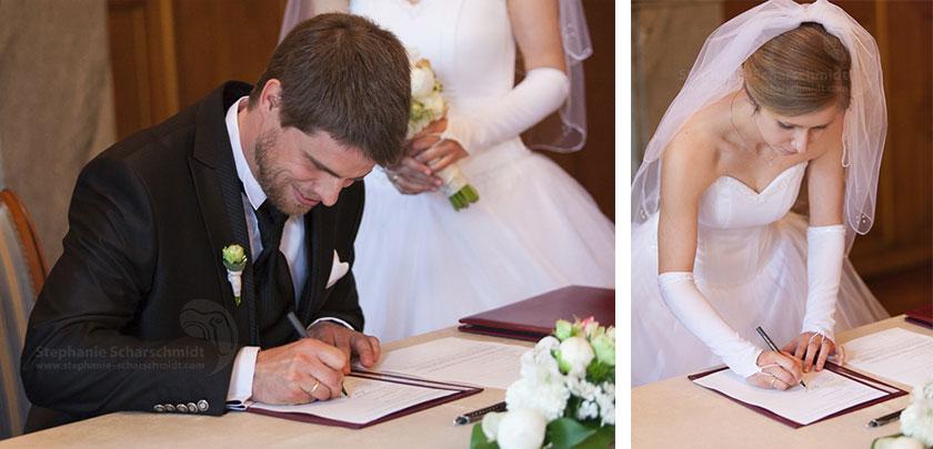 6_Unterschrieben-des-Ehevertrages-im-Schloss-Waldenburg-in-Sachsen-Hochzeitsfotograf-Stephanie-Scharschmidt