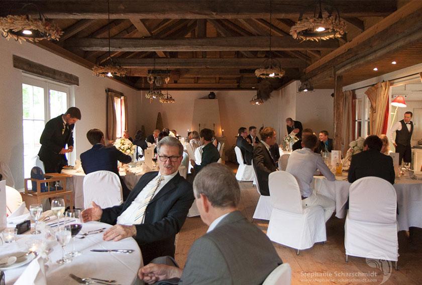 26_ganztags-Reportagen-mit-hochwertigen-Hochzeitsalben_im-Romantik-Hotel-Schwanefeld-in-Meeranebei-Zwickau-in-Sachsen_Hochzeitsfotograf-Stephanie-Scharschmidt