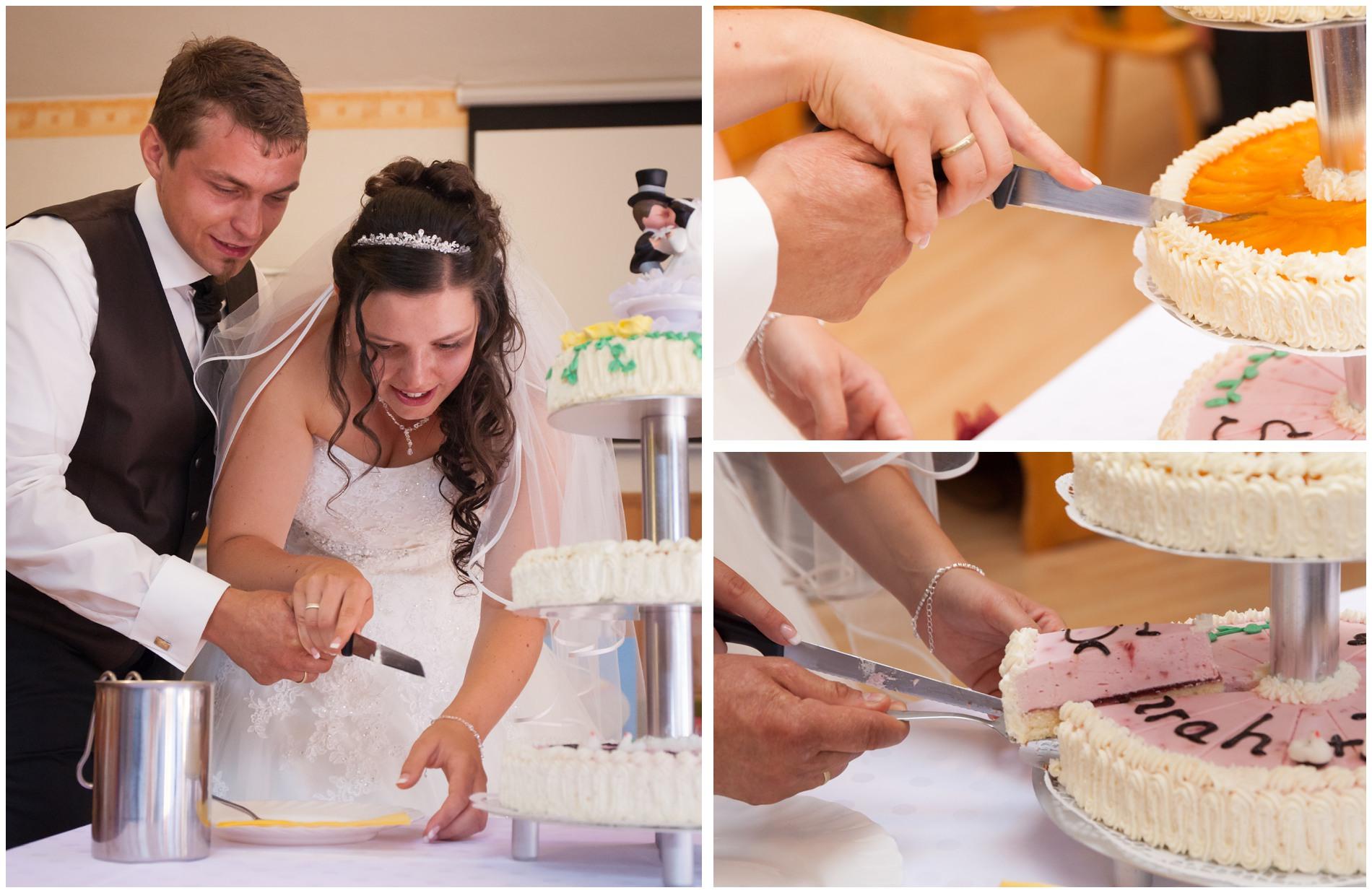 Anschnitt der Hochzeitstorte in Greiz - Hochzeitsfotograf Thüringisches Vogtland