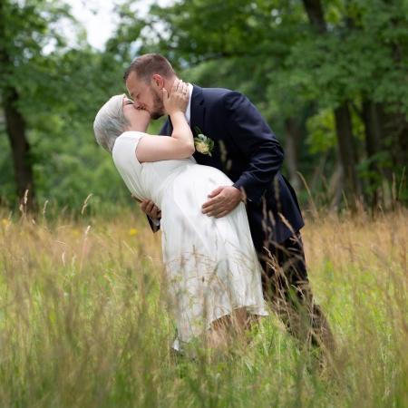 """Heiraten im Standesamt Rehau // Brautpaarfotos am Teresienstein """"Heiligen Grab Grund"""" in Hof"""